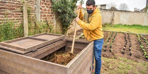 En el marco del programa Escobar Sostenible, se entregaron composteras en distintas dependencias municipales