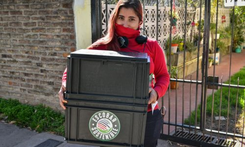 Escobar Sostenible: más de 270 vecinas y vecinos se adhirieron al débito automático impulsado por la Municipalidad y reciben sus composteras