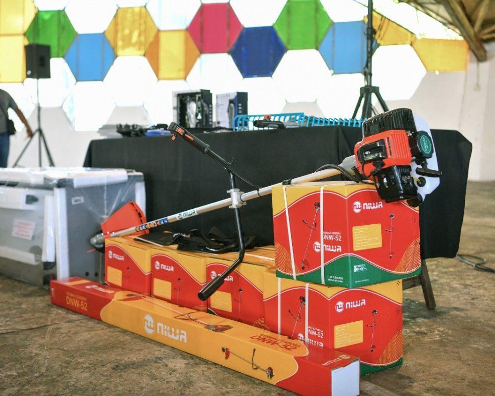 Se llevó a cabo la entrega de 105 kits de maquinarias y herramientas del programa Escobar Emprende